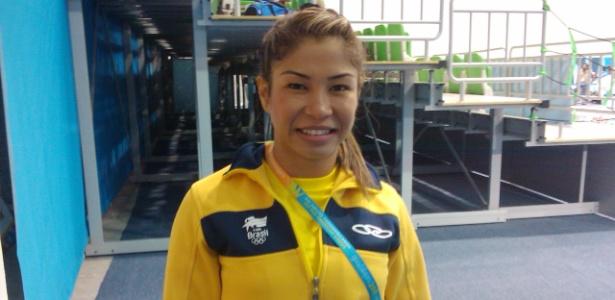 Valéria Kumizaki, atleta do caratê, posa para foto após ficar com o bronze no Pan-2011