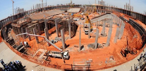Obras do Estádio Nacional de Brasília, que teve um aumento de custo de R$ 176 milhões