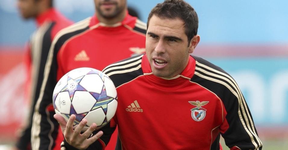 01.nov.2011 - Bruno César é fotografado durante treino no Benfica