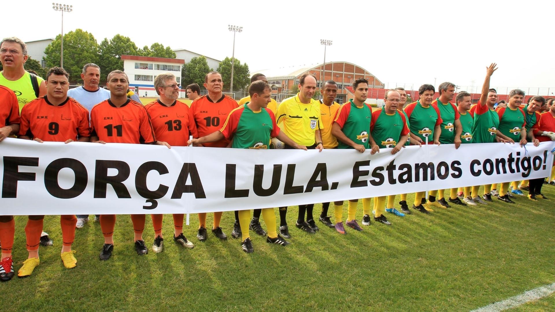 Com Popó e Romário, deputados estaduais e federais fazem homenagem a Lula durante evento em prol da APAE e do Instituto Pestalozzi de Canoas-RS