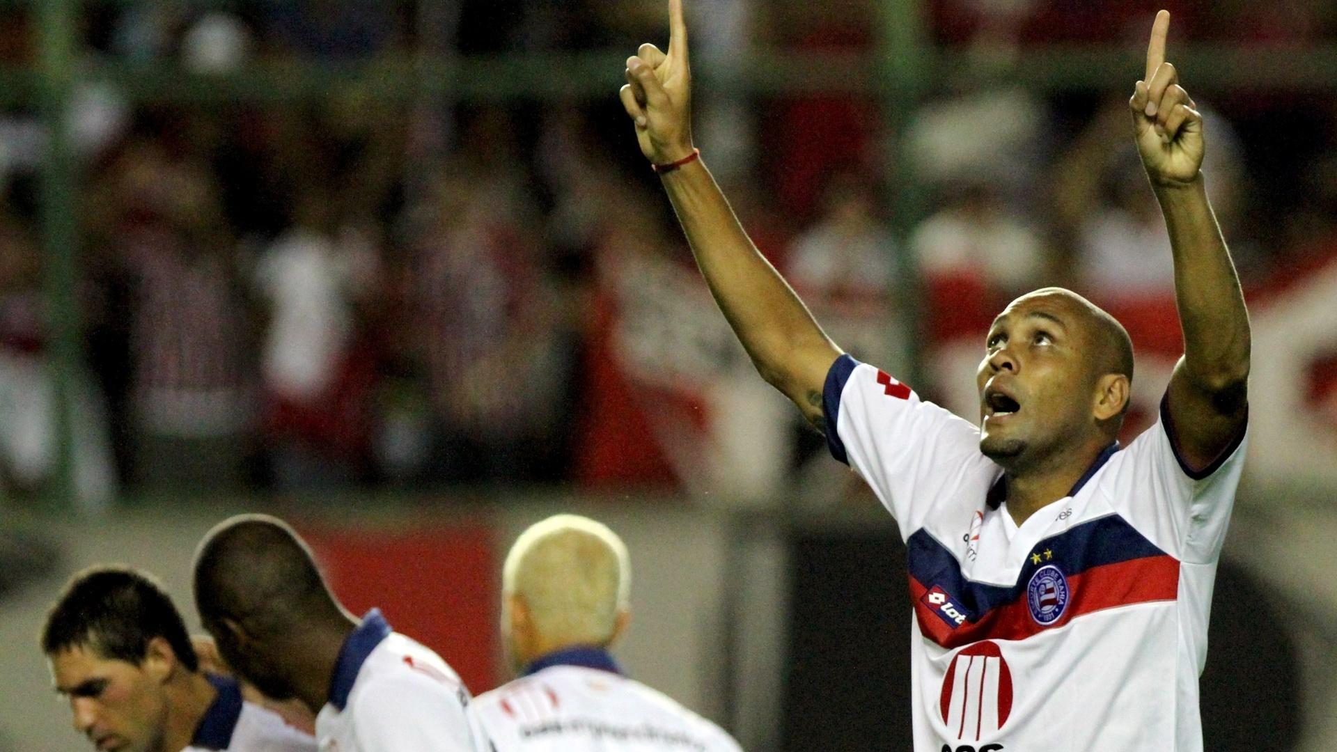Souza comemora um dos gols do Bahia na vitória por 4 a 3 sobre o São Paulo, pelo Campeonato Brasileiro