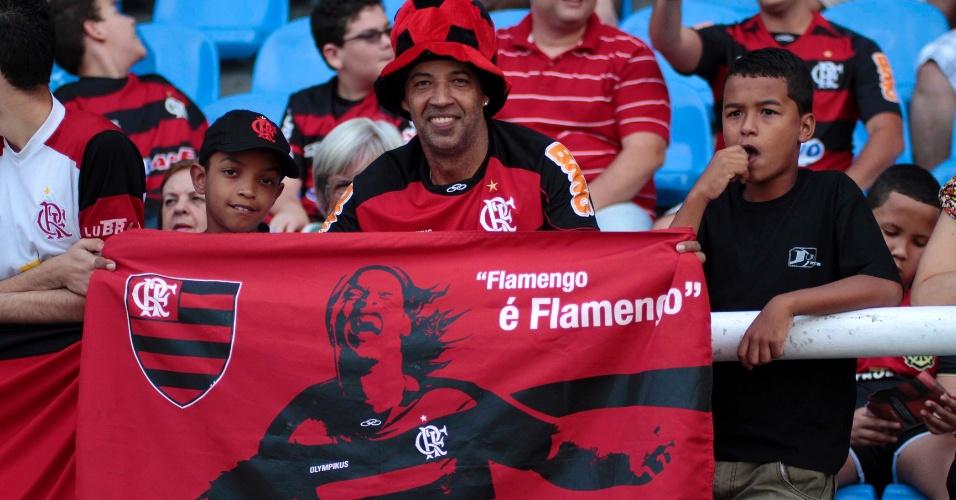 Jogador Ronaldinho Gaúcho ganha homenagem da torcida do Flamengo