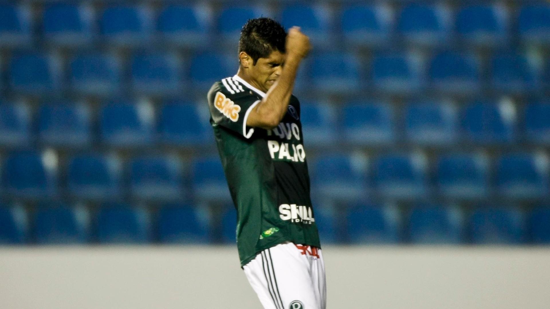 Luan lamenta lance perdido durante partida entre Palmeiras e Coritiba