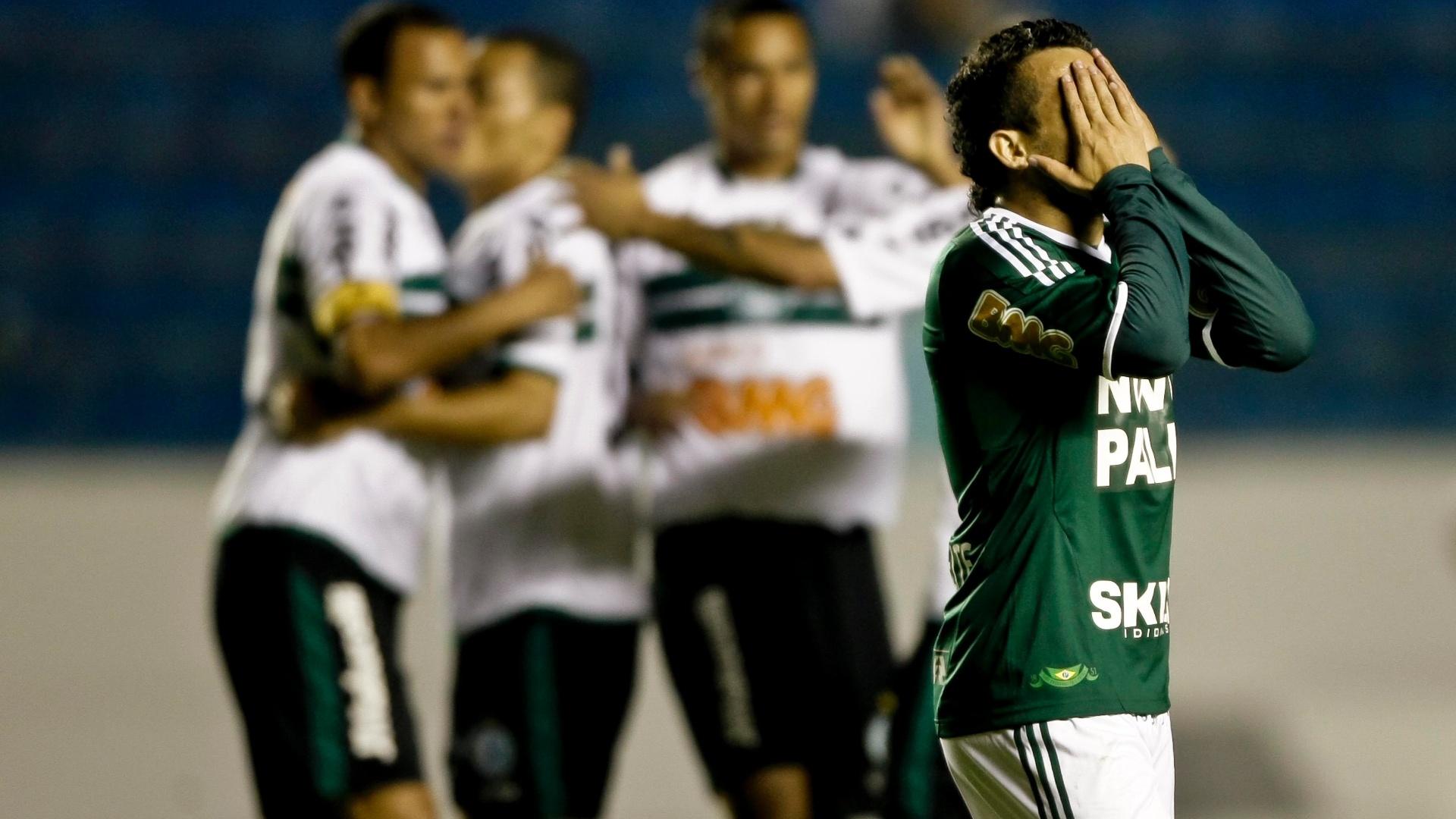 Maikon Leite lamenta após segundo gol do Coritiba na vitória por 2 a 0 sobre o Palmeiras