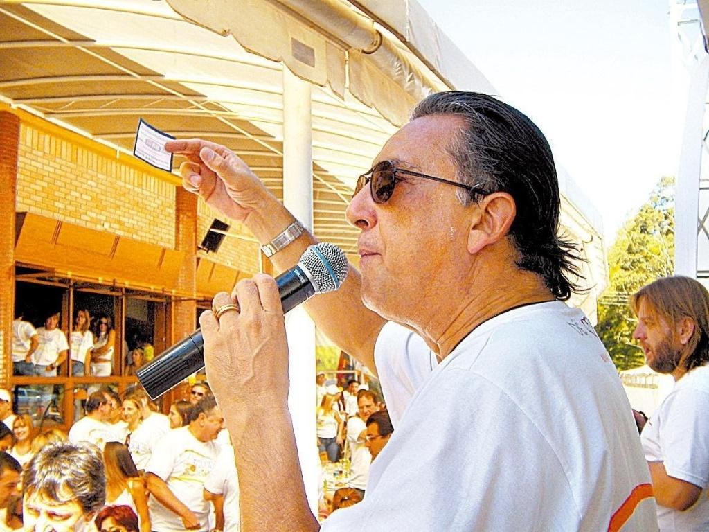 Galvão Bueno participa de leilão no Paraná em 2006