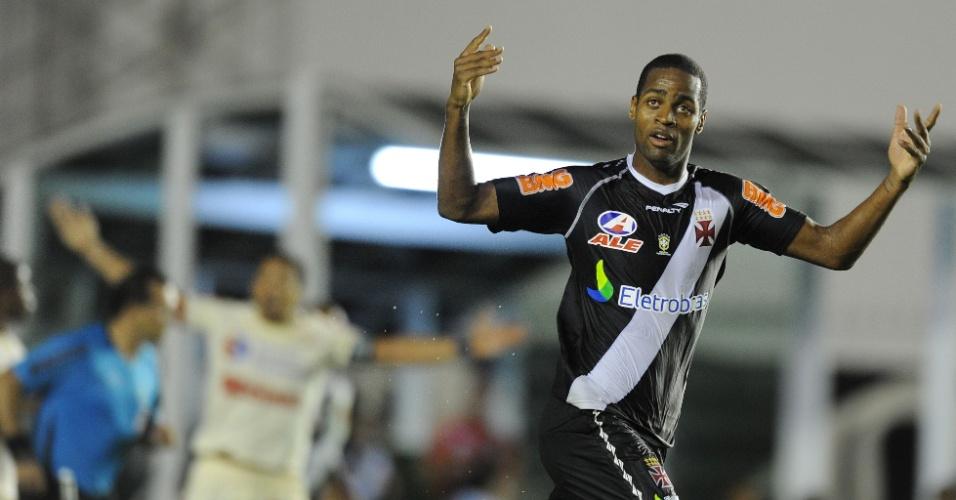 Dedé marcou duas vezes na vitória do Vasco por 5 a 2 sobre o Universitario