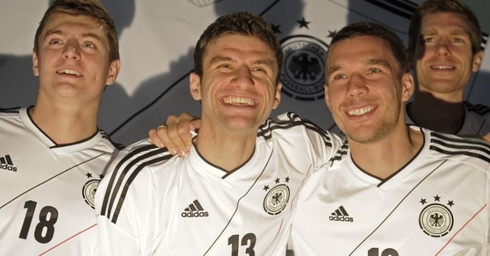 Kross, Muller, Podolski e Mertesacker apresentam nova camisa da seleção alemã (09/11/2011)