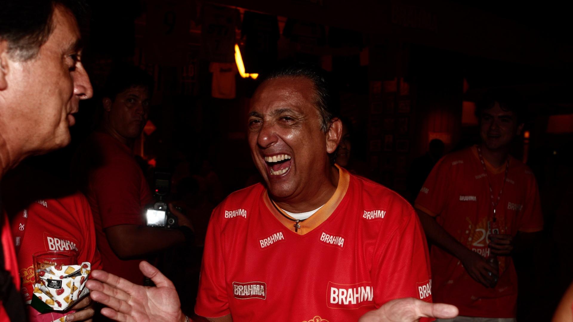 Galvão Bueno se diverte no camarote da Brahma no Carnaval de 2010