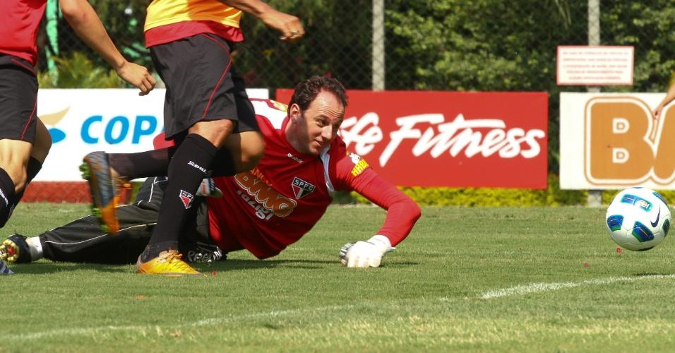 Rogério Ceni treina normalmente nesta quinta e aparenta estar totalmente recuperado de uma torção no tornozelo esquerdo que o tirou das últimas duas partidas do São Paulo