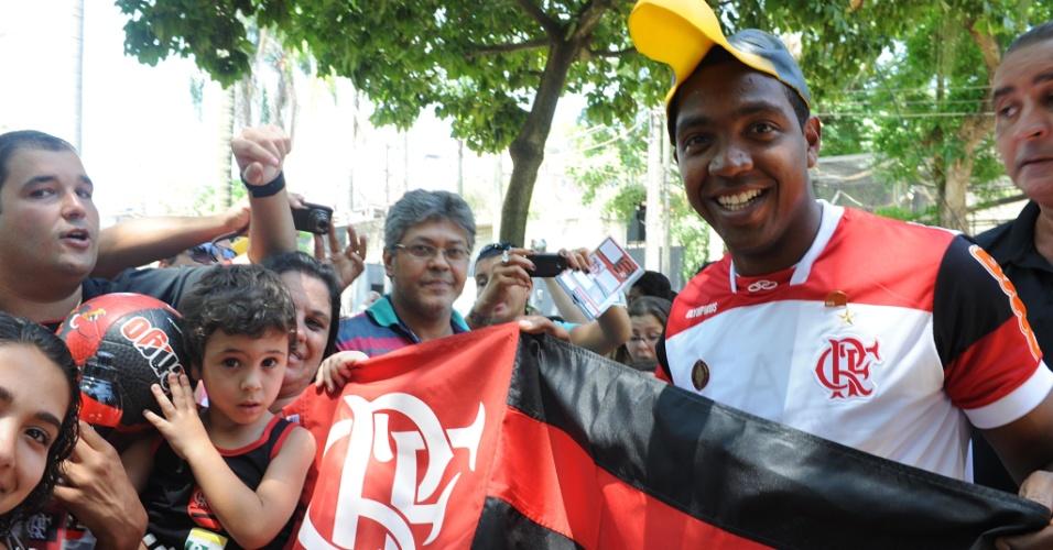 Renato Abreu posa com máscara de urubu; jogador comemorava gols fazendo alusão ao mascote