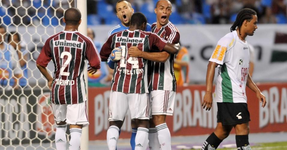 Jogadores do Fluminense comemoram pênalti defendido por Diego Cavalieri durante o primeiro tempo do jogo contra o América-MG
