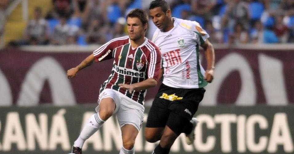 Rafael Sóbis domina a bola durante jogo contra o América-MG no Engenhão