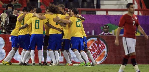 Brasil cai uma posição e aparece em 6º no ranking da Fifa  Espanha lidera -  BOL Notícias 0f67342c61c77