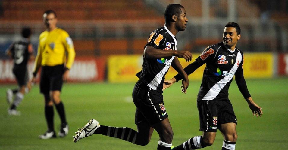 Dedé celebra gol do Vasco contra o Palmeiras, pela 35ª rodada do Campeonato Brasileiro