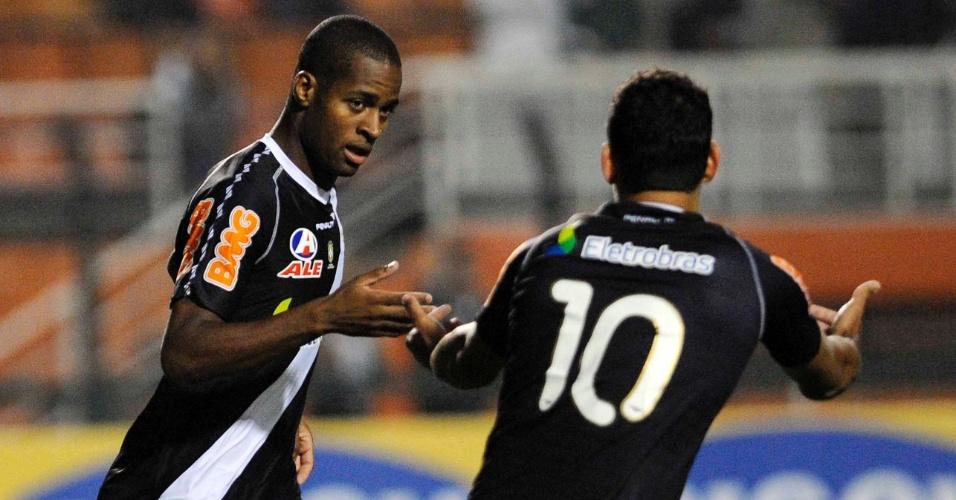Dedé e Diego Souza comemoram gol do Vasco contra o Palmeiras, no Pacaembu
