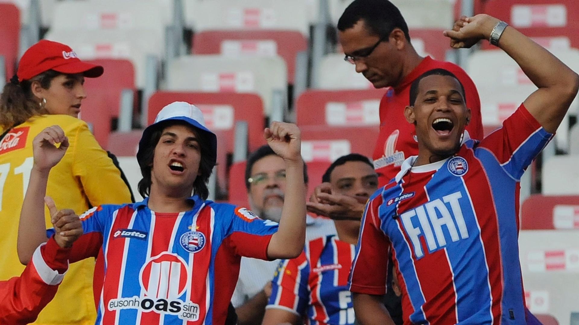 Torcida do Bahia comparece ao Beira-Rio para prestigiar o jogo contra o Internacional