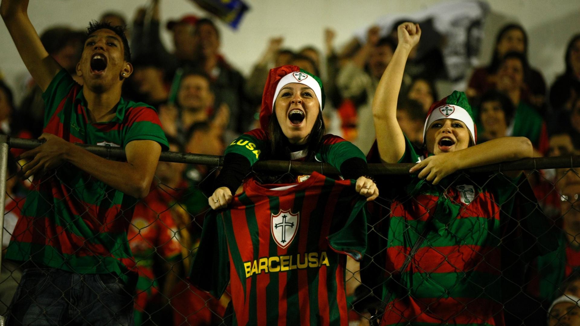 Torcida da Lusa compareceu ao Canindé para prestigiar o jogo contra o Duque de Caxias, pela Série B do Brasileiro