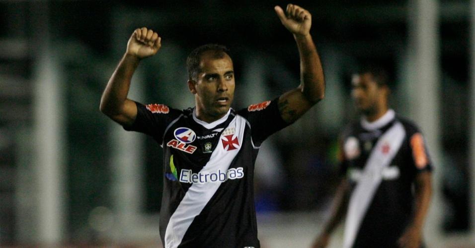 Felipe comemora o primeiro gol do Vasco contra o Avaí