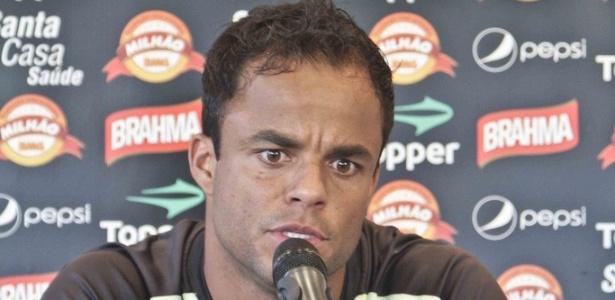 Mancini, do Atlético-MG, durante pronunciamento na Cidade do Galo (29/11/2011)