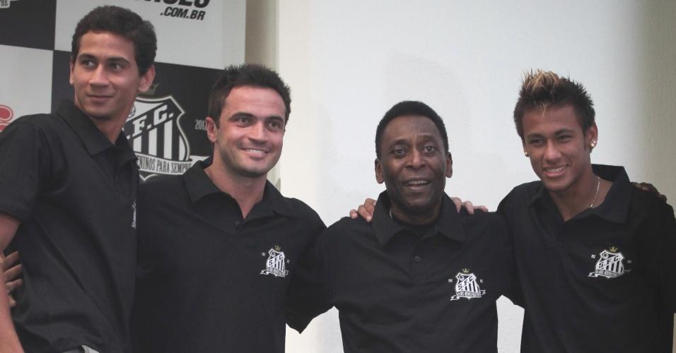 Pelé assinou contrato com validade durante todo o ano de 2012 com o Santos
