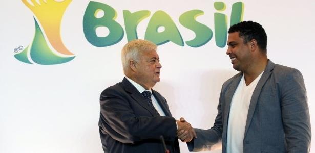 Ronaldo na sua apresentação como cartola da Copa-2014; ele pode favorecer parceiro
