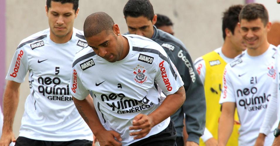 Adriano, que começará o clássico com o Palmeiras no banco, treina pelo Corinthians neste sábado
