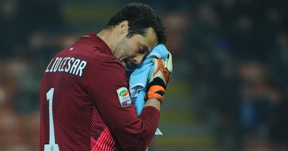 Julio Cesar defendeu um pênalti, mas não conseguiu evitar a derrota para a Udinese