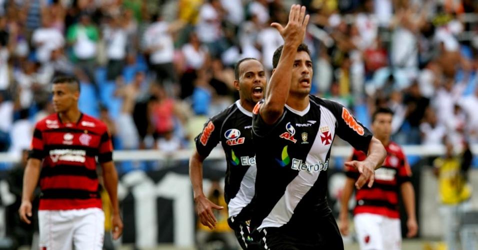 Diego Souza comemora a abertura do placar no Engenhão no clássico contra o Flamengo