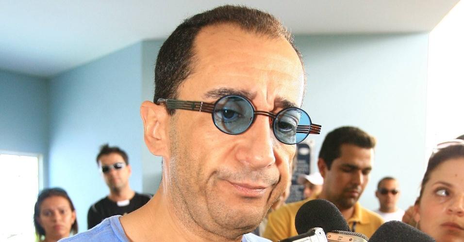 Jorge Kajuru, apresentador e amigo de Sócrates, chega para o velório em Ribeirão Preto