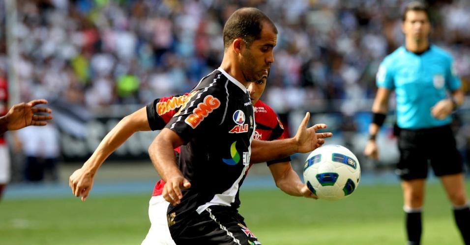 O Vasco, de Felipe, e o Flamengo, do chileno Fierro, fazem jogo tenso na última rodada do Brasileiro