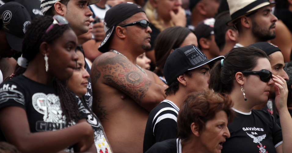 18h40 - Palmeiras balança as redes com Fernandão, mas a arbitragem anula o lance por impedimento. Momentos de tensão no Pacaembu