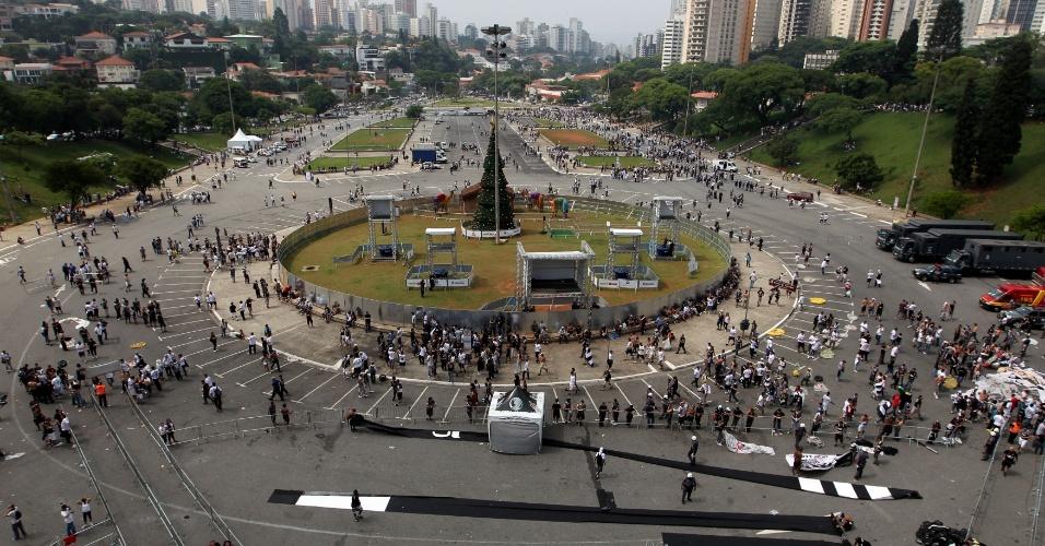 A polícia revistou os torcedores na entrada do Pacaembu