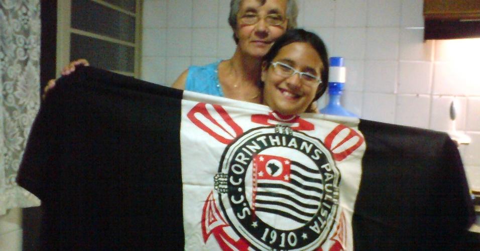 Avó e neta comemoram o título do Corinthians
