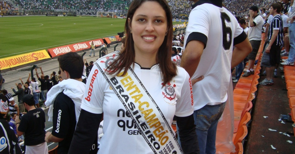 Fabiana da Silva Rodrigues  Cid comemora o penta