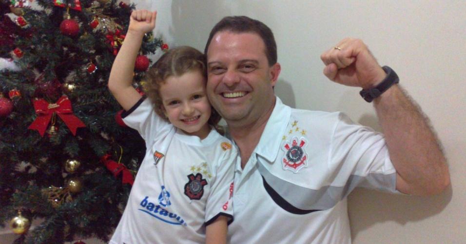Isadora e Marcelo comemorando mais um título do Corinthians em casa