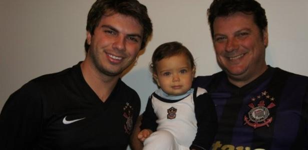 O pequeno Fabricio Luiz Alves comemora seu primeiro título
