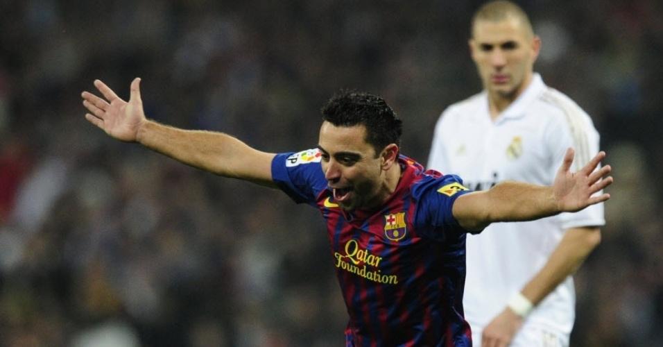 Xavi comemora o segundo gol do Barcelona no clássico contra o Real Madrid
