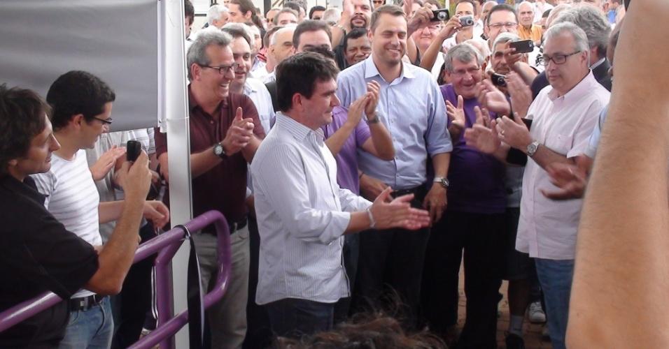 Andrés Sanchez, dirigentes e conselheiros aplaudem após cerimônia de inauguração do hotel