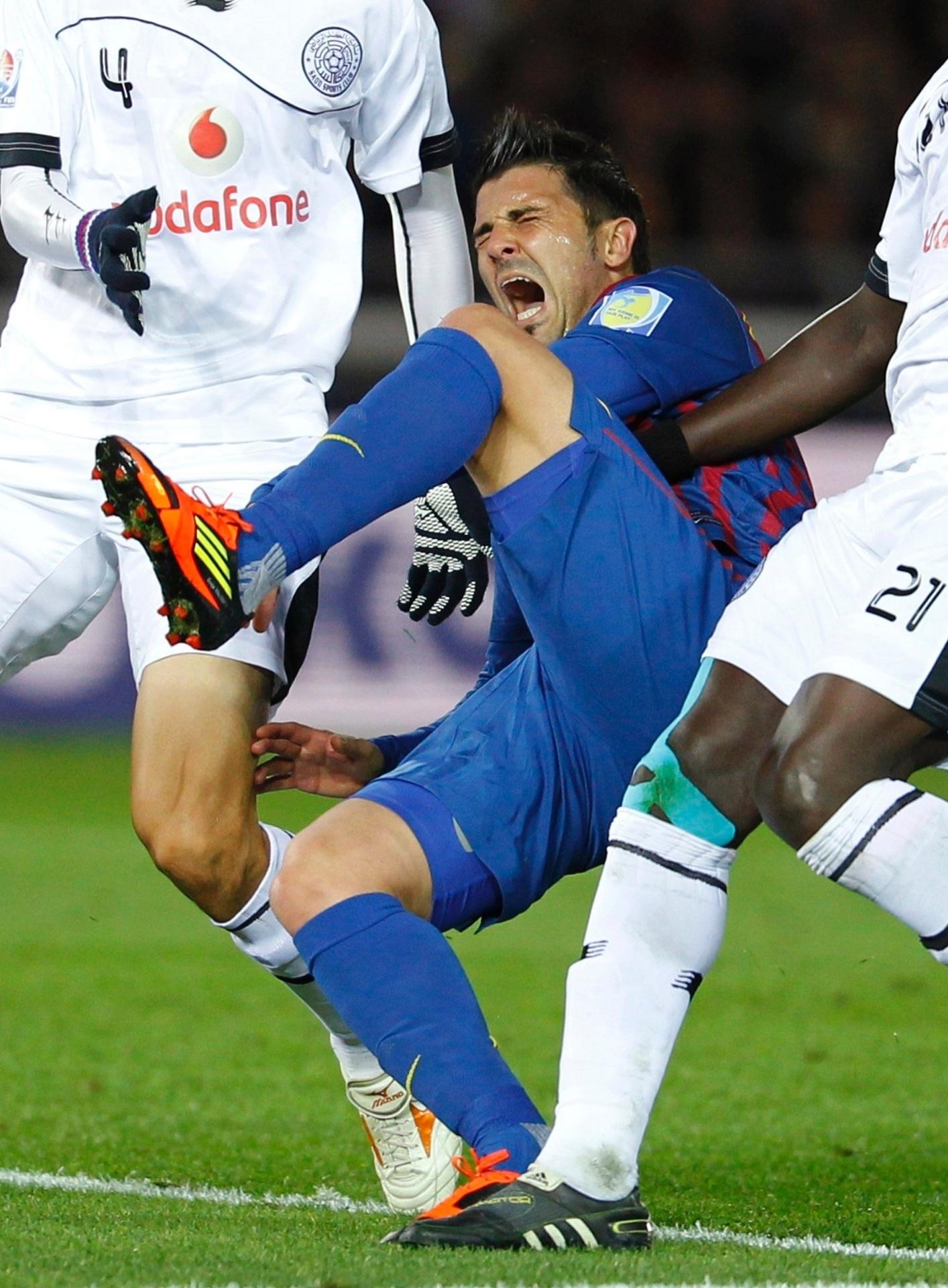 David Villa sente dores por fratura na perna esquerda durante a semifinal do Mundial contra o Al Sadd em Yokohama