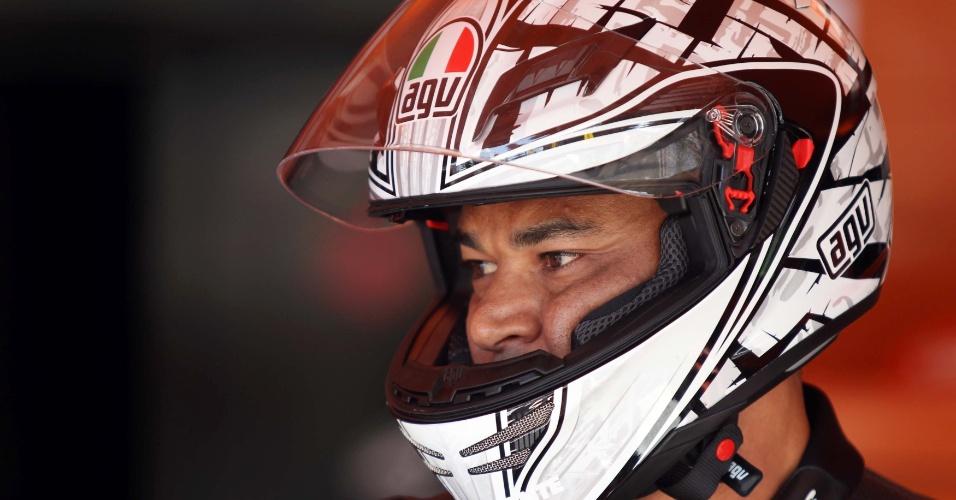 Cafu se arrisca em desafio de motos em Interlagos