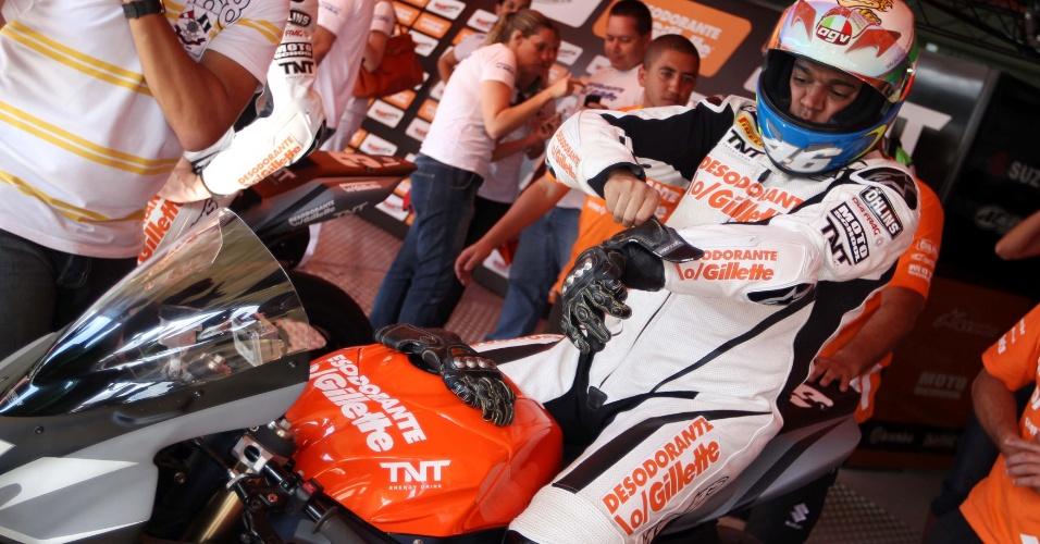 Denílson levou a pior diante de Cafu no desafio com motos de 1.000 cc