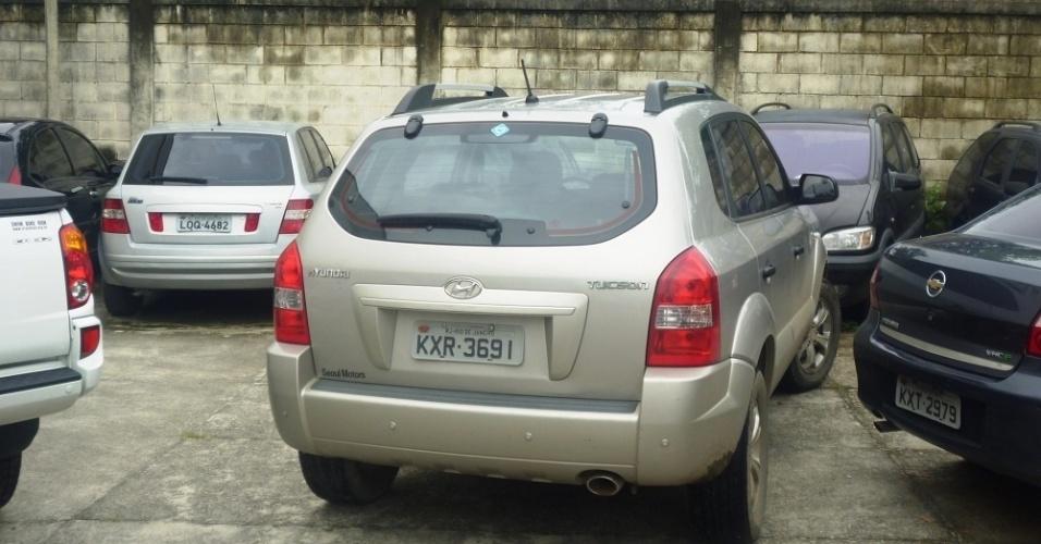 Carro usado para transportar a jovem Adriene Pinto à delegacia no Rio