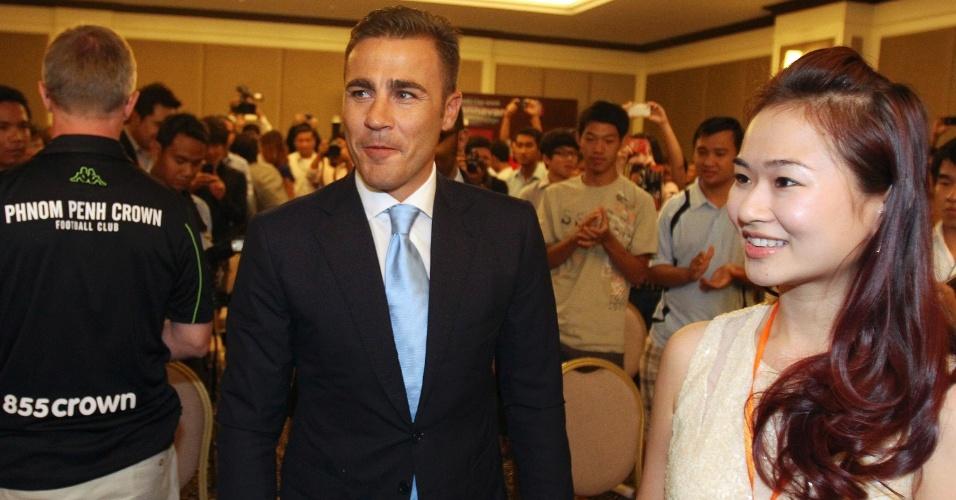 Fabio Cannavaro chega ao Camboja para promover o futebol no país asiático