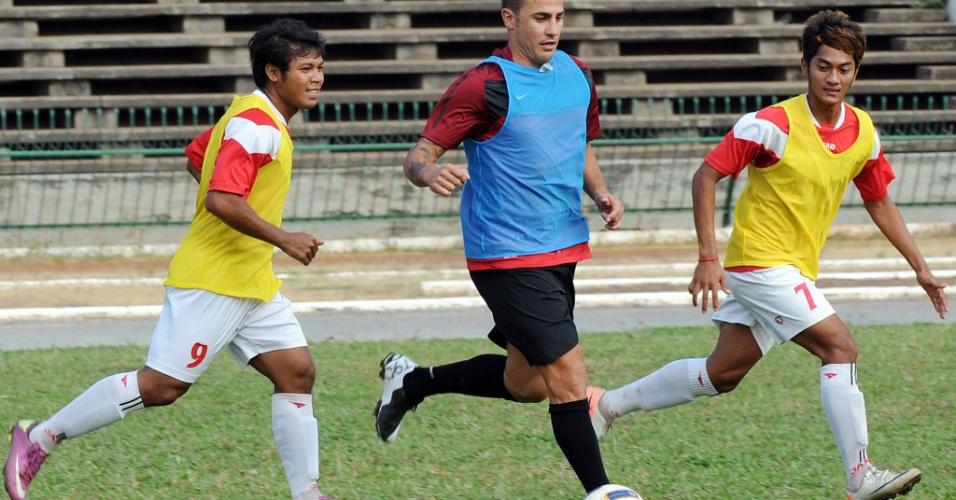 Fabio Cannavaro disputou jogo com a seleção sub-21 do Camboja