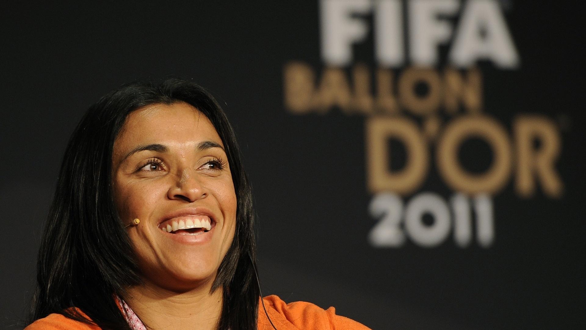 Marta concede entrevista antes da premiação do Bola de Ouro da Fifa. A brasileira foi superada por Homare Sawa na eleição de melhor do mundo