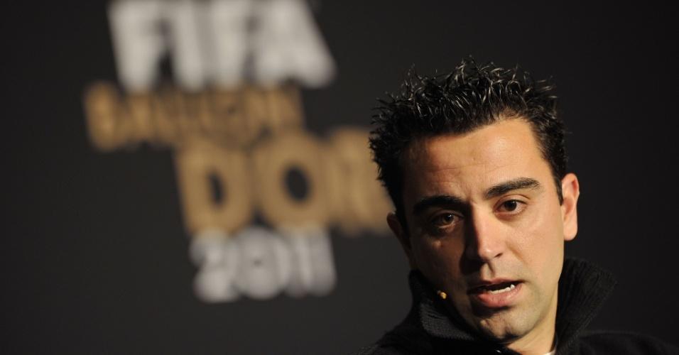 Xavi concede entrevista antes da premiação do Bola de Ouro da Fifa