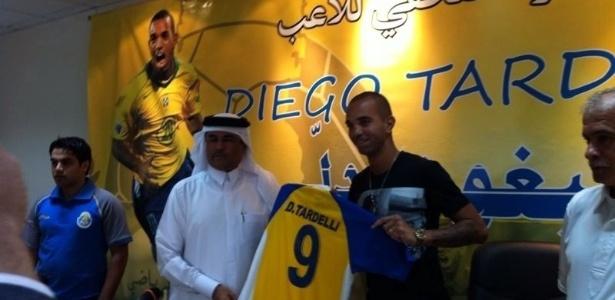 O atacante Diego Tardelli é apresentado oficialmente pelo Al Gharafa, do Qatar