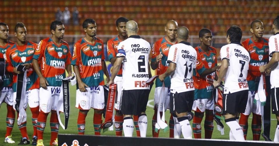 Corinthians e Portuguesa trocam faixas de campeões do Brasileirão das séries A e B (18/01/2012)