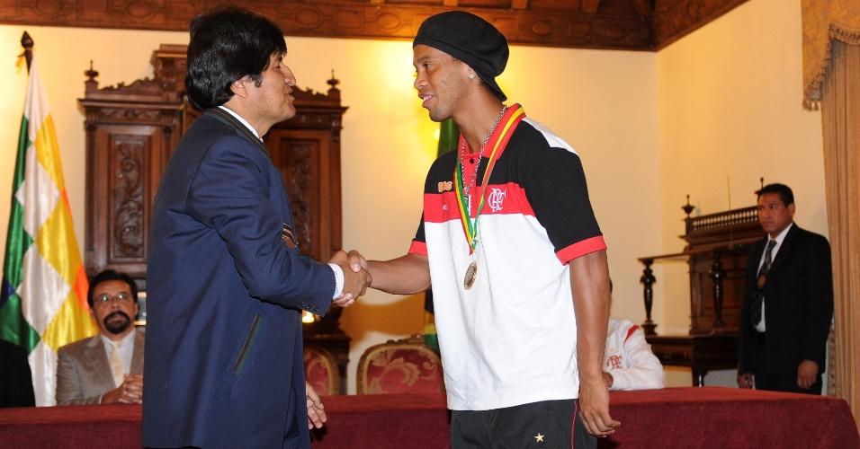 Evo Morales recebeu Ronaldinho Gaúcho na Bolívia