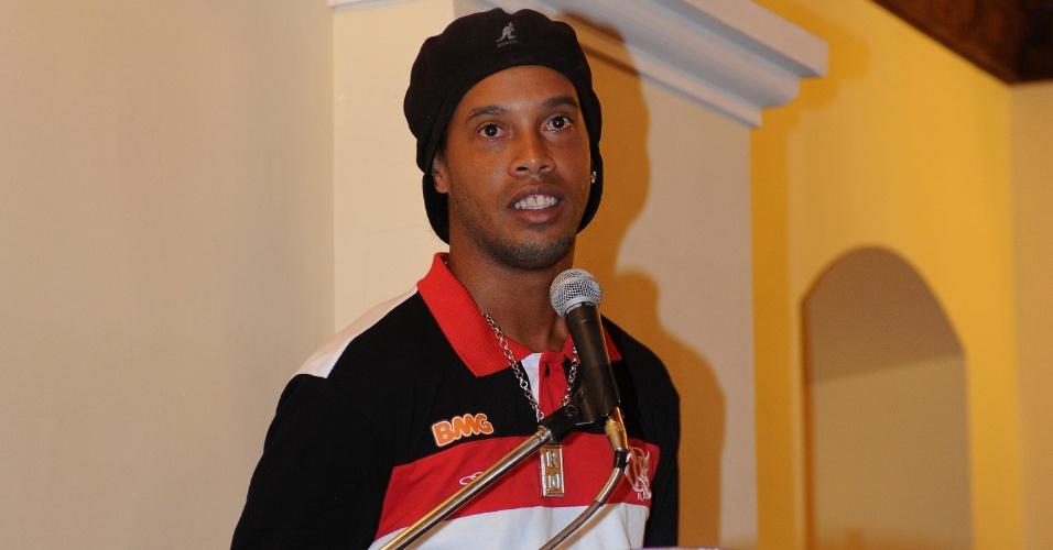 Ronaldinho durante evento com Evo Morales